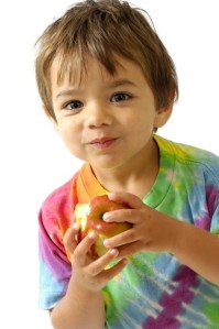 child_eating_apple