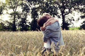 adorable-awesome-couple-hug-Favim.com-336964