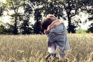 adorable-awesome-couple-hug-Favim.com-336964