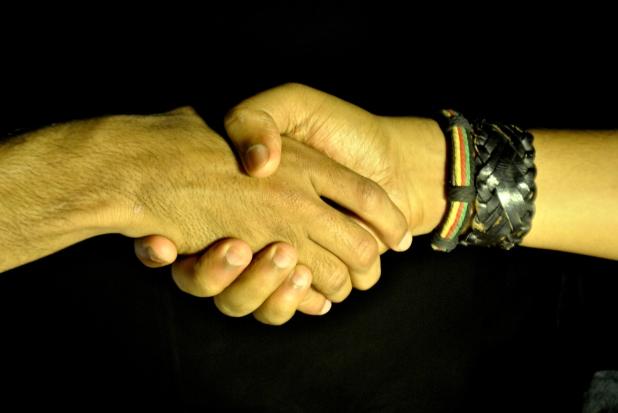 4242-shake-hands